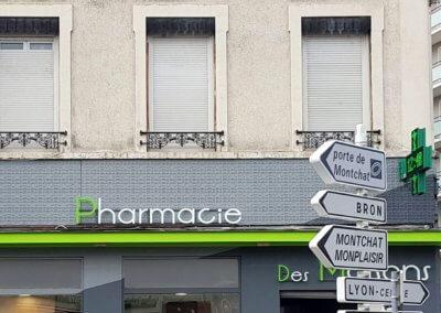 Enseigne pharmacie Lyon Maisons Neuves