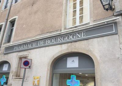 Enseigne Pharmacie et éclairage à Beaunes par SES Lyon- Grigny