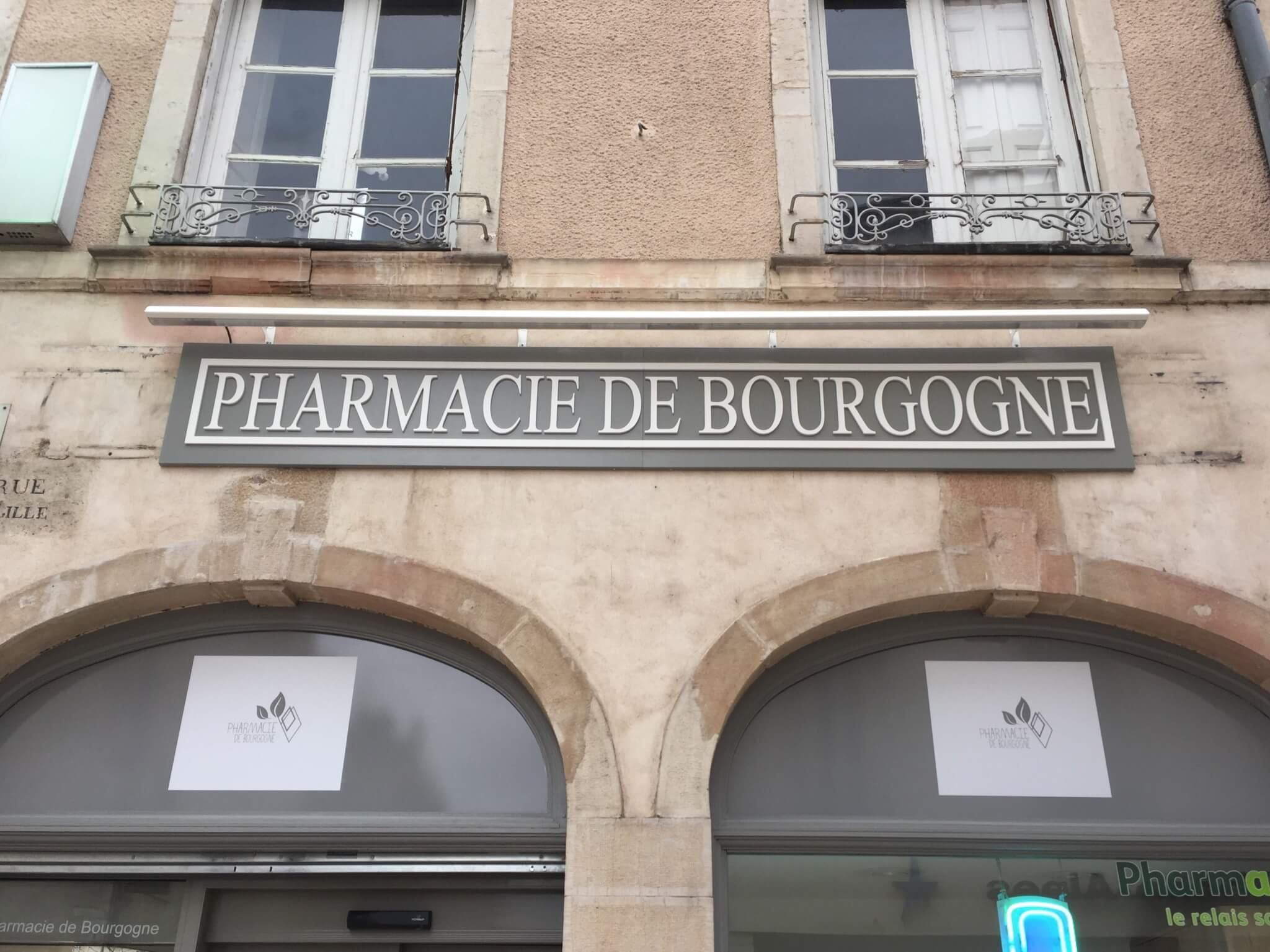 Enseigne et éclairage Pharmacie à Beaune par SES Lyon- Grigny