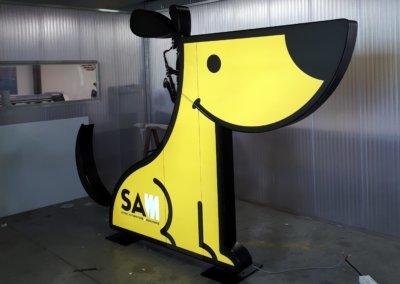 Enseigne Totem Lyon - Totem lumineux - led en forme de chien par SES Grigny - Rhône