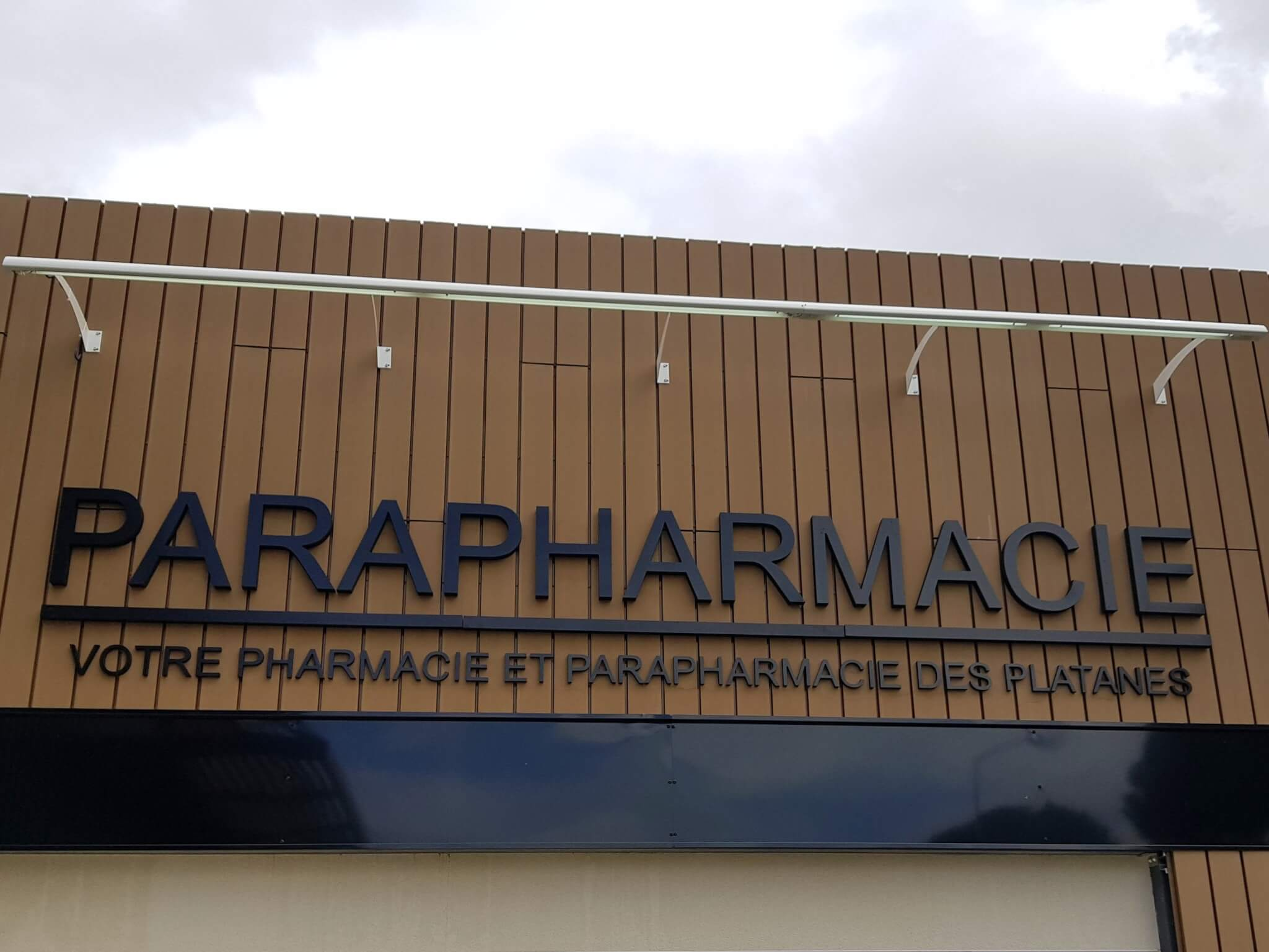 Profilé lumineux Pharmacie Les Platanes Drôme - SES Grigny-Lyon