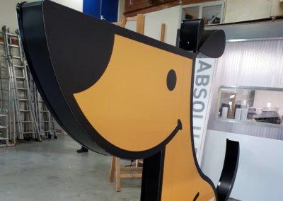 Vos enseignes à Lyon - Totem lumineux en forme de chien par SES Grigny - Rhône