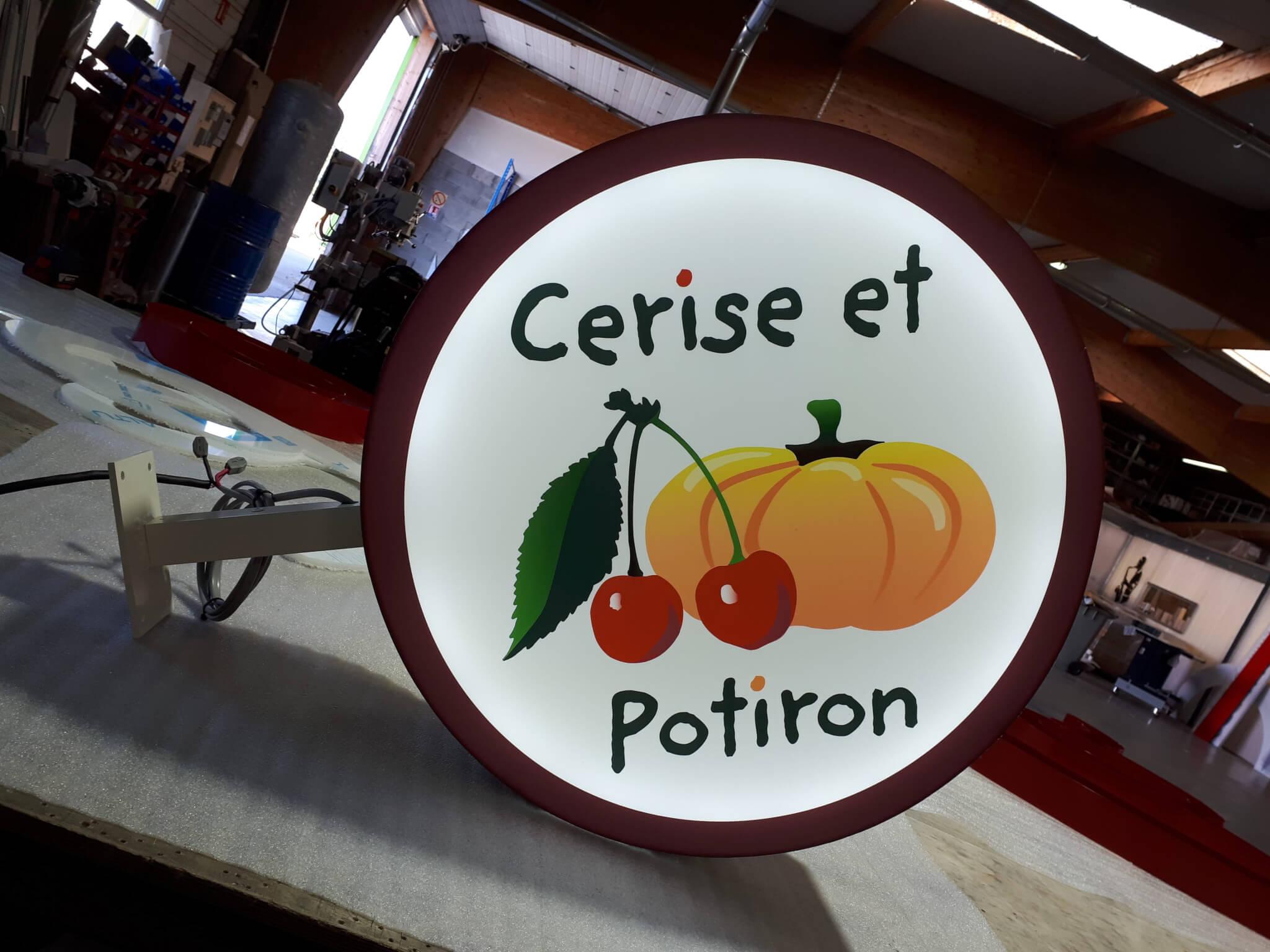 Enseigne à Lyon- Lettres boitier - Habillage façade- Drapeau lumineux - Neuville sur Saône