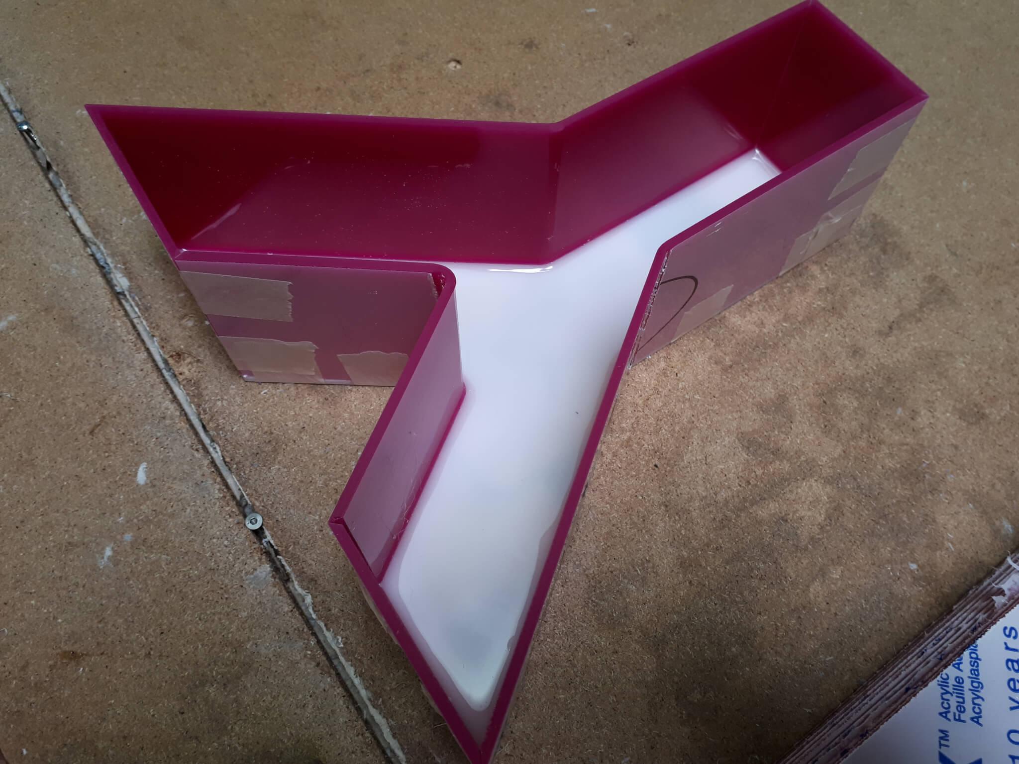 Fabricant d'enseigne Lyon - lettre boîtier plexi rose