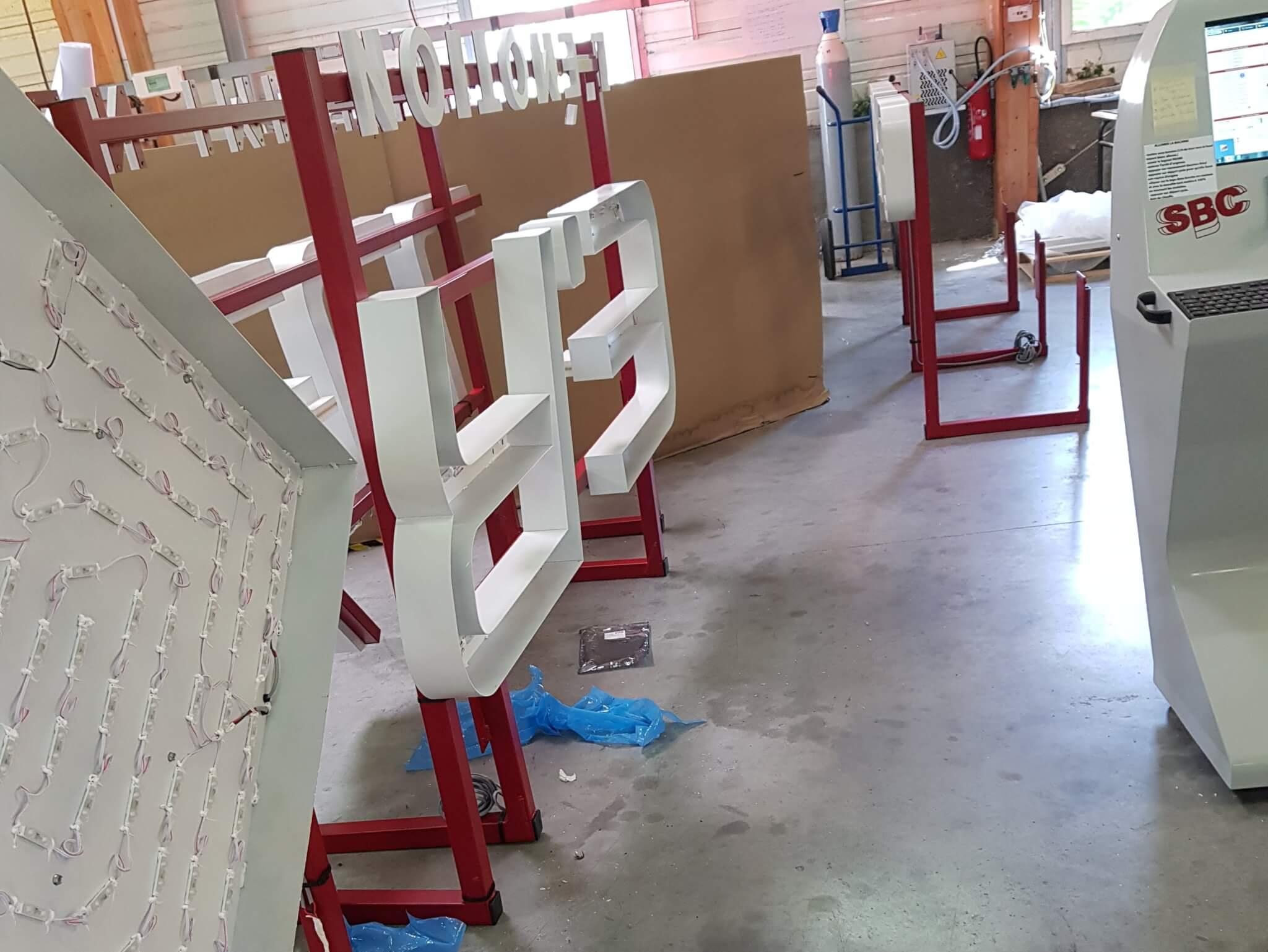 Vos enseignes à Lyon -Fabrication enseigne lumineuse - E Réel Brignais - SES Grigny