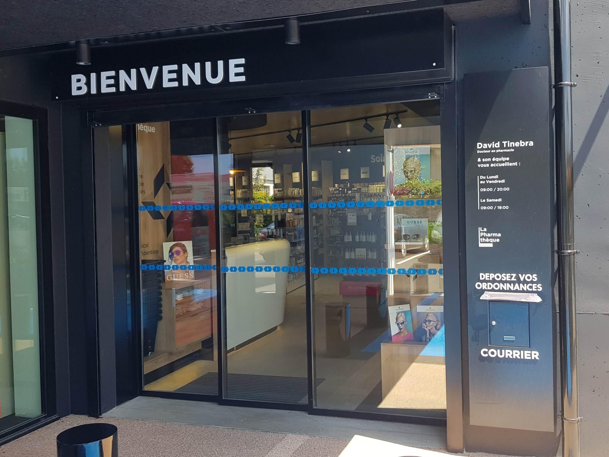 Votre signalétique à Lyon - Enseigne Lyon- Lettres découpées - Tôle habillage façade