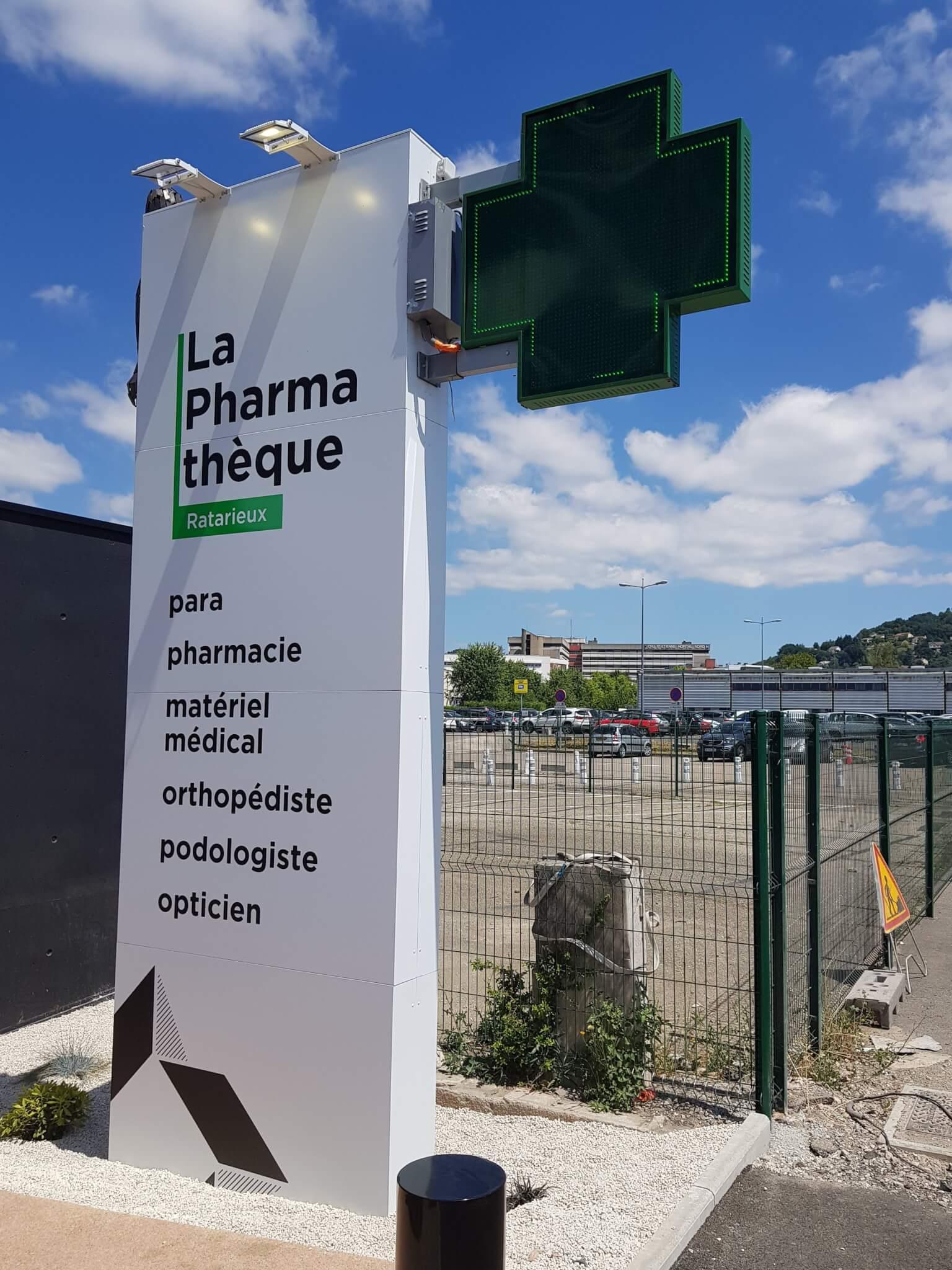 Totem Lyon- Totem Croix de Pharmacie par SES Grigny- Rhône