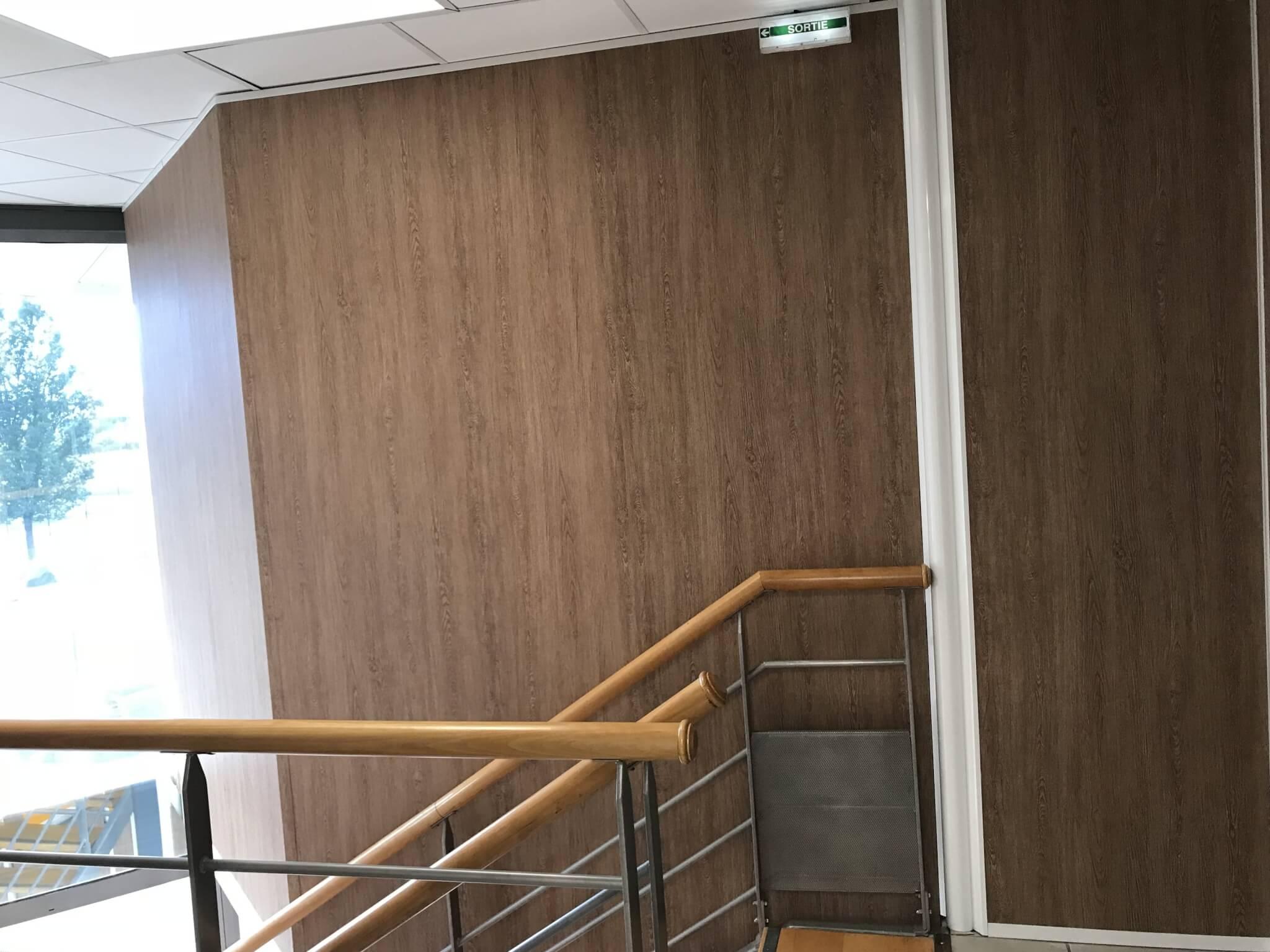 Vos enseignes à Lyon - Décoration murale Bureaux siège Cerise et Potiron - Adhésif impression imitation bois