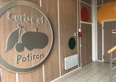 Décoration murale- Enseigne lumineuse - Siège Cerise et Potiron par SES Grigny-Lyon