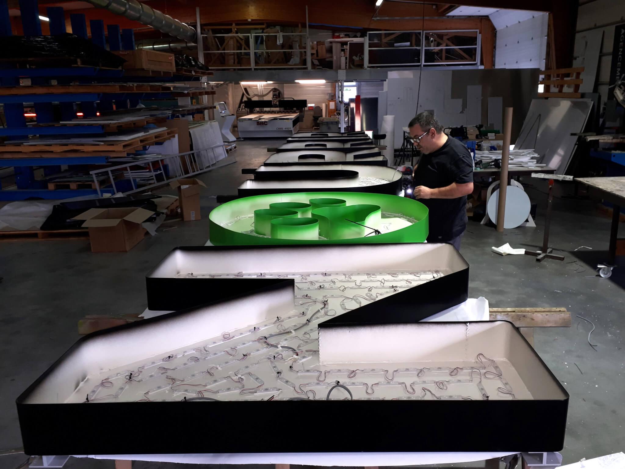 Fabrication Enseignes lumineuses à led -SES Grigny -Lyon