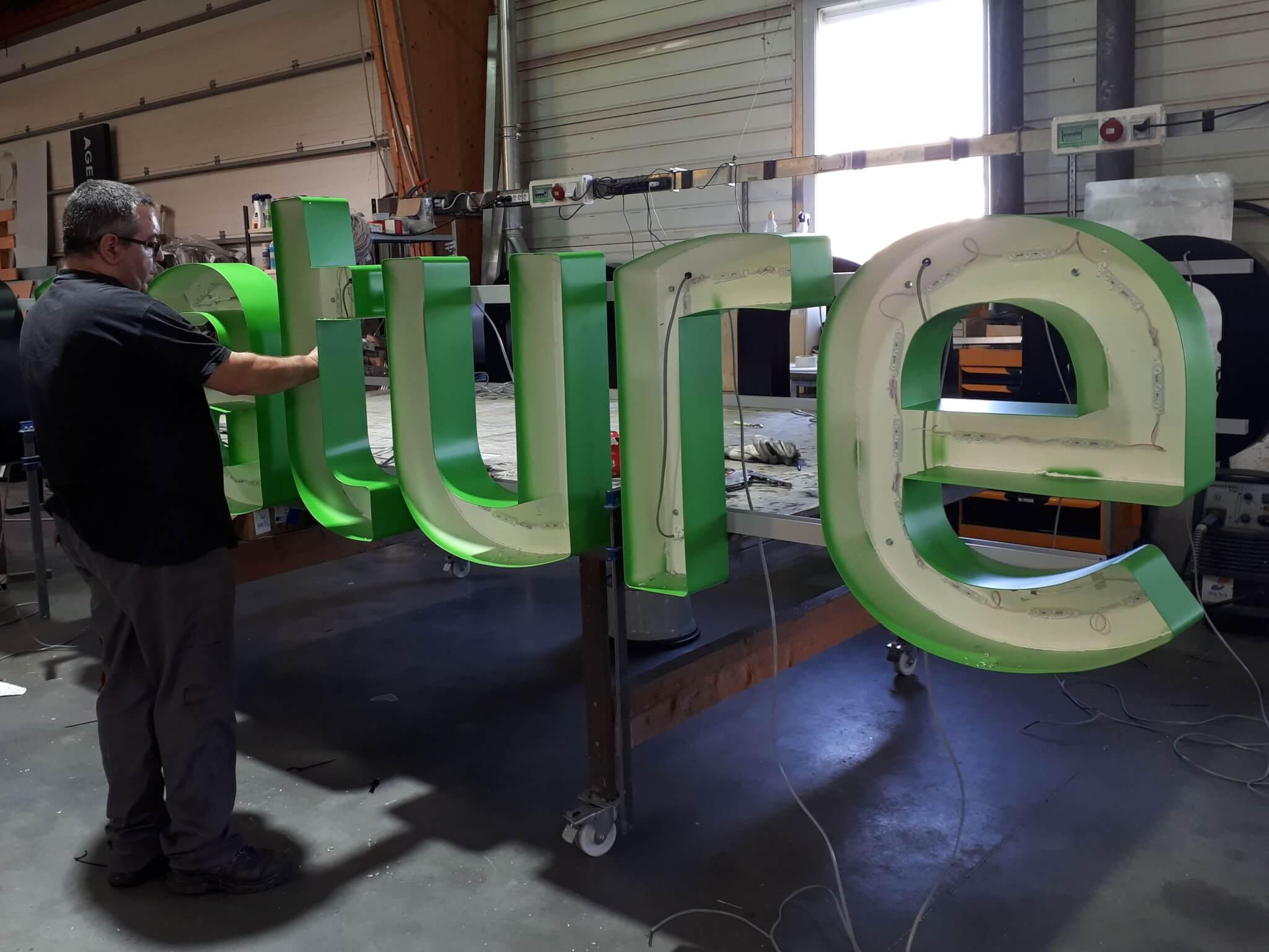 Lyon Fabrication Enseigne Lumineuse led par SES Grigny