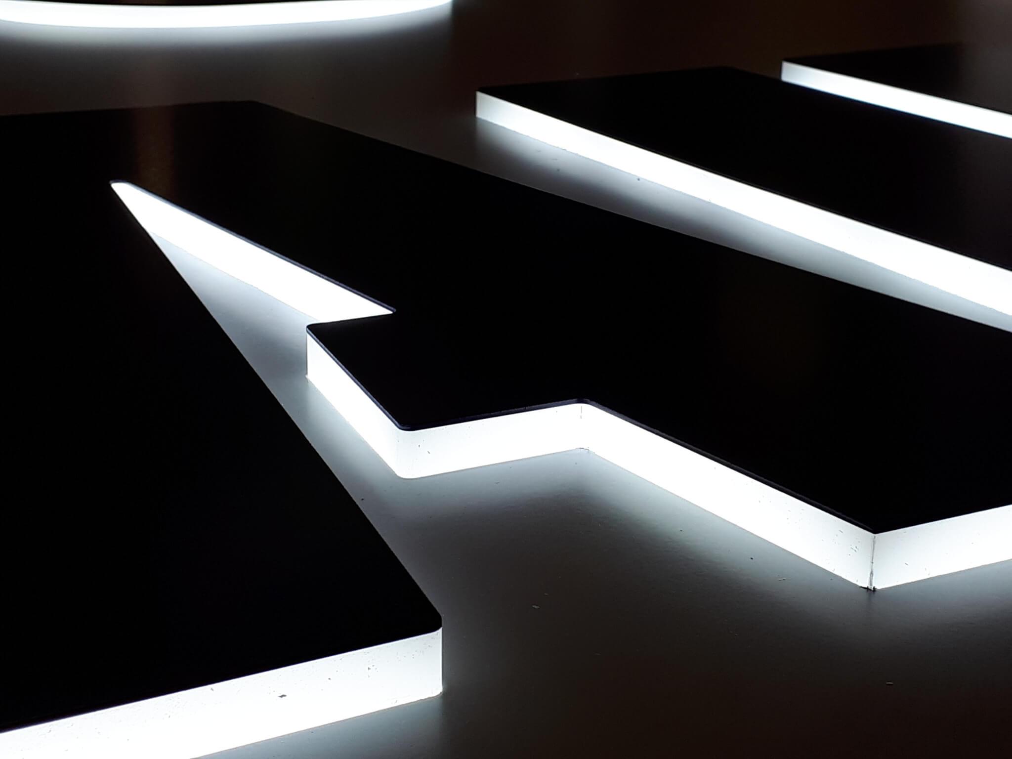 Vos enseignes à Lyon - enseigne lumineuse bloc led - SES Grigny - Rhône - Fabricant d'enseigne