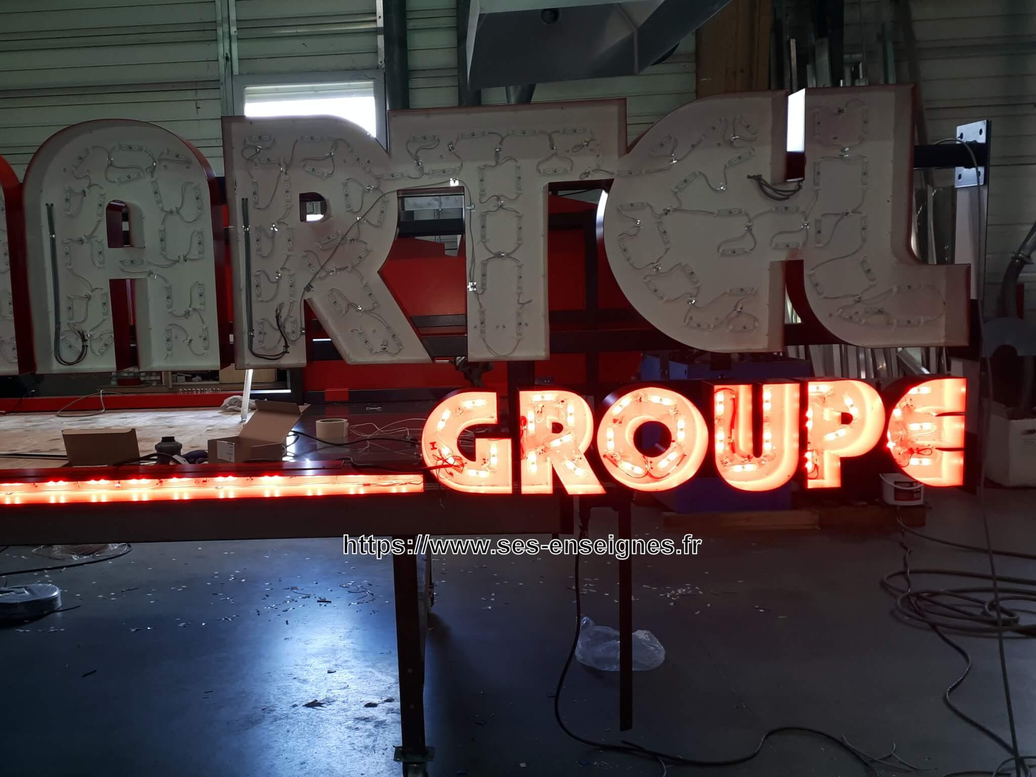 Enseigne lumineuse led à Lyon- SES Grigny - pour Martel Groupe