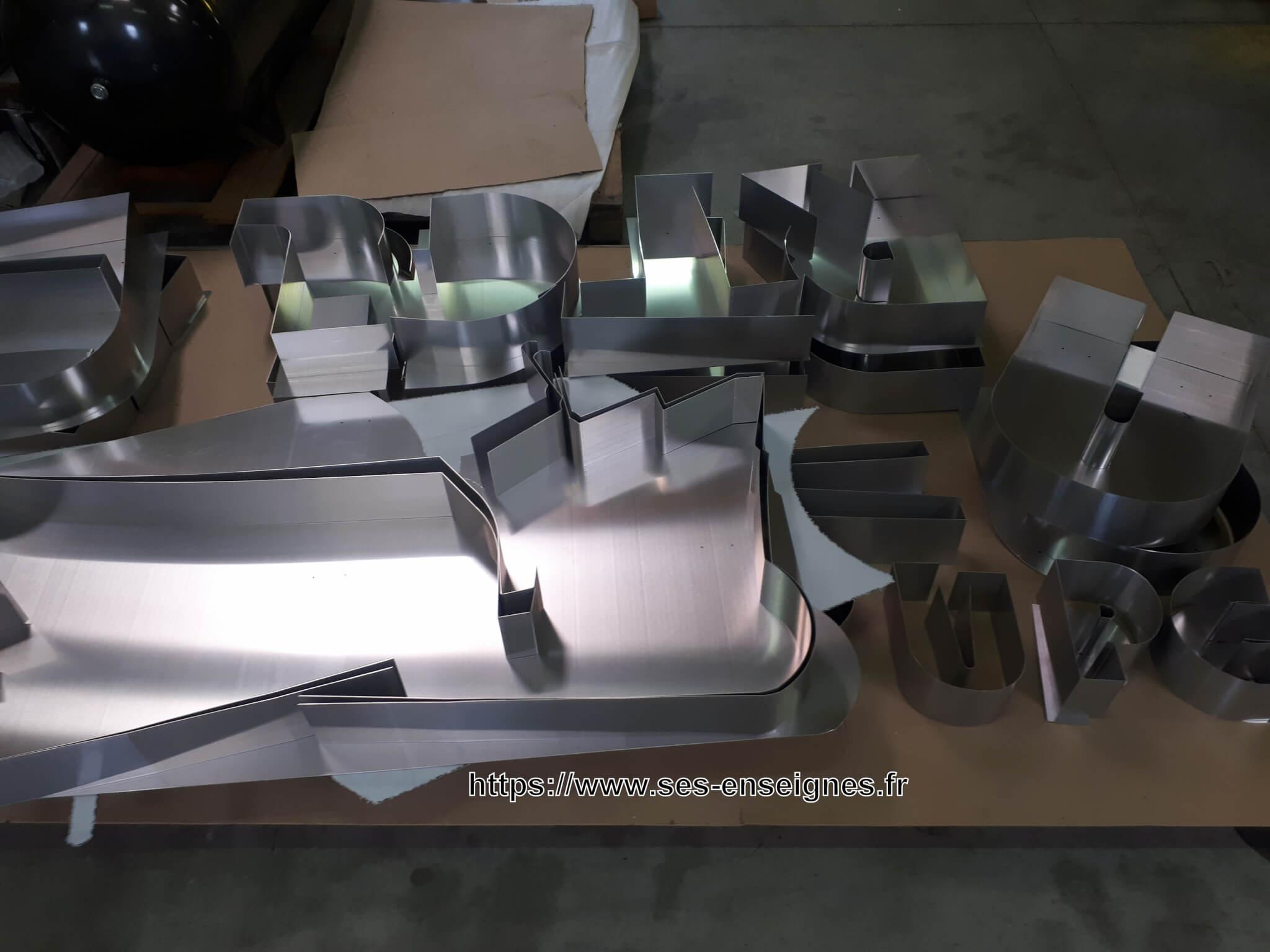 Enseignes lumineuses Rhône - Fabrication lettres enseignes led - SES Grigny - Lyon