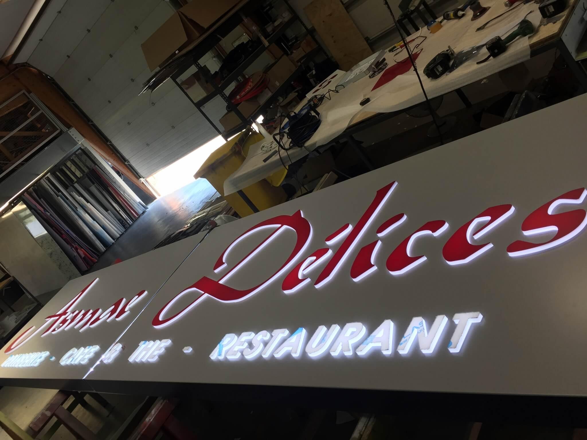 Fabricant enseigne lumineuse Lyon- Fabrication enseignes lumineuses led - SES Grigny - Asmaé Délices