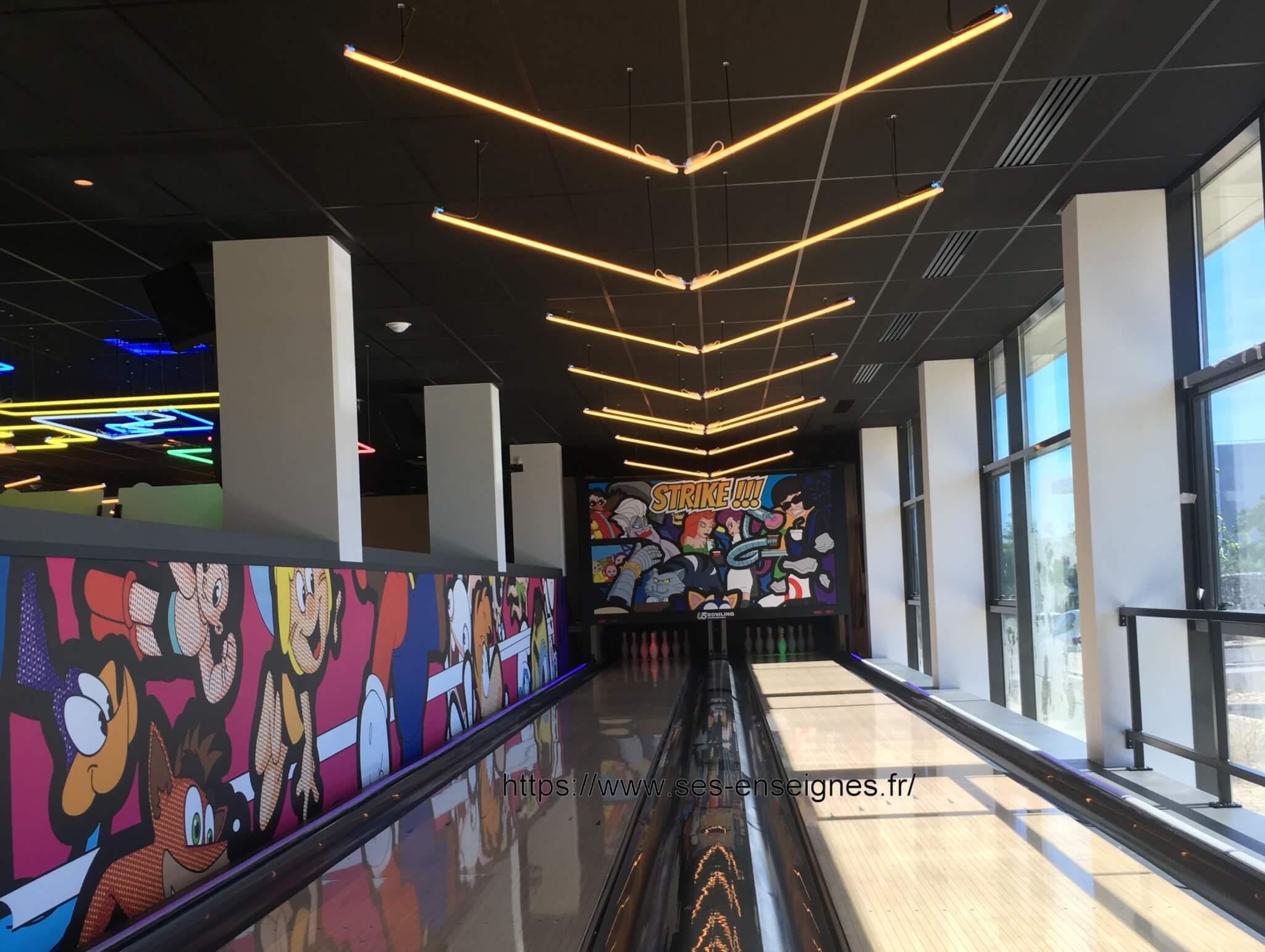 Néons à Lyon Animation bowling - SES Grigny Lyon enseigniste Fabricant enseigne et néon