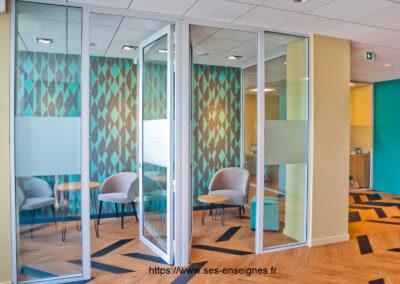 Vitrophanie à Lyon- Fabrication Installation dans bureaux et sur vitrines - Enseigniste Lyon SES Grigny