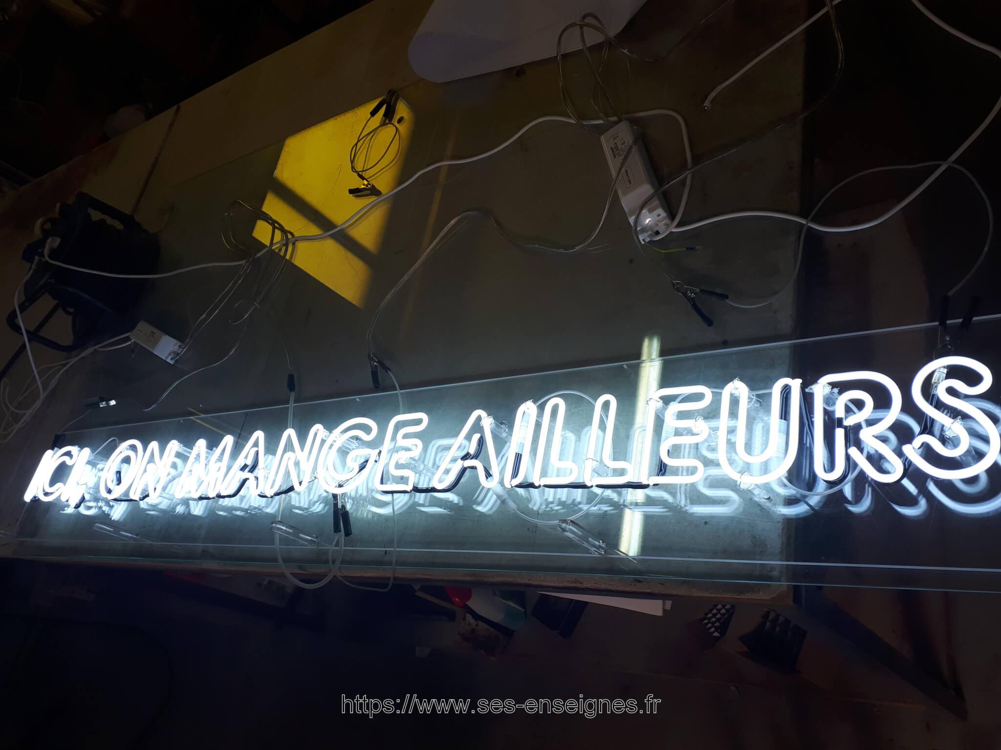 Enseignes néon à Lyon pour Woko Saint Genis Laval par SES Grigny