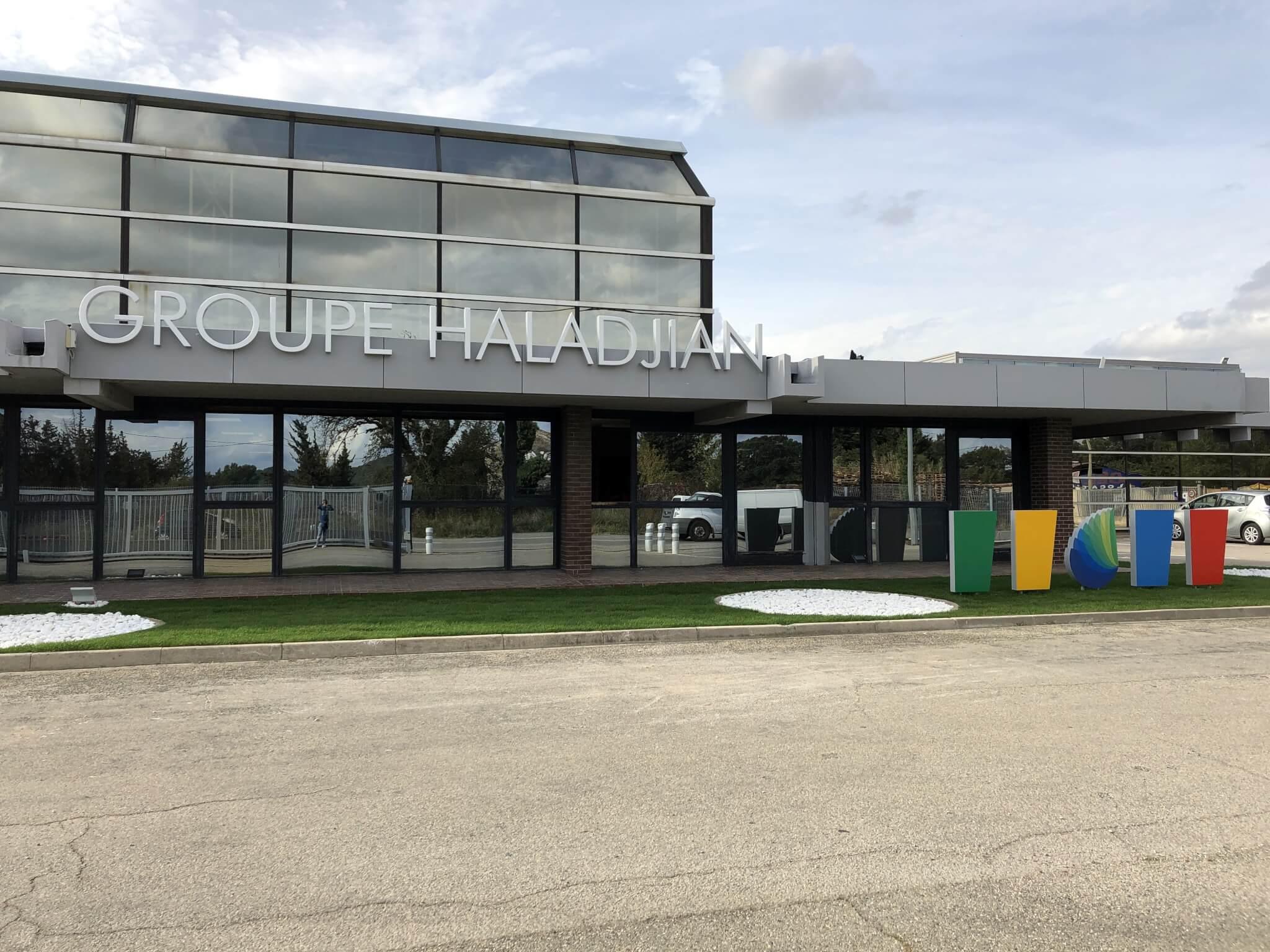 Enseigne et Totems groupe Haladjian Sorgues - Fabrication et installation SES Grigny - Lyon