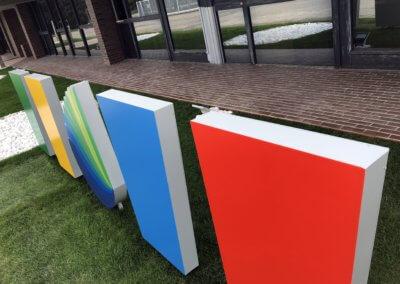 Totem entrée Groupe Haladjian Sorgues SES Grigny-Lyon Enseigniste