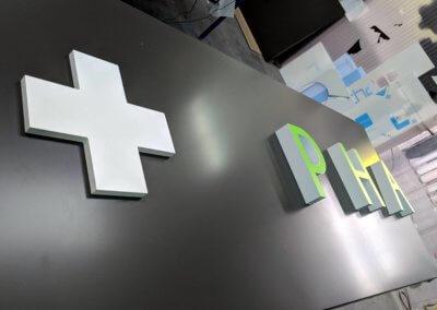 Croix et enseigne pour Pharmacie -SES enseigniste Fabricant d'enseignes Lyon - Grigny