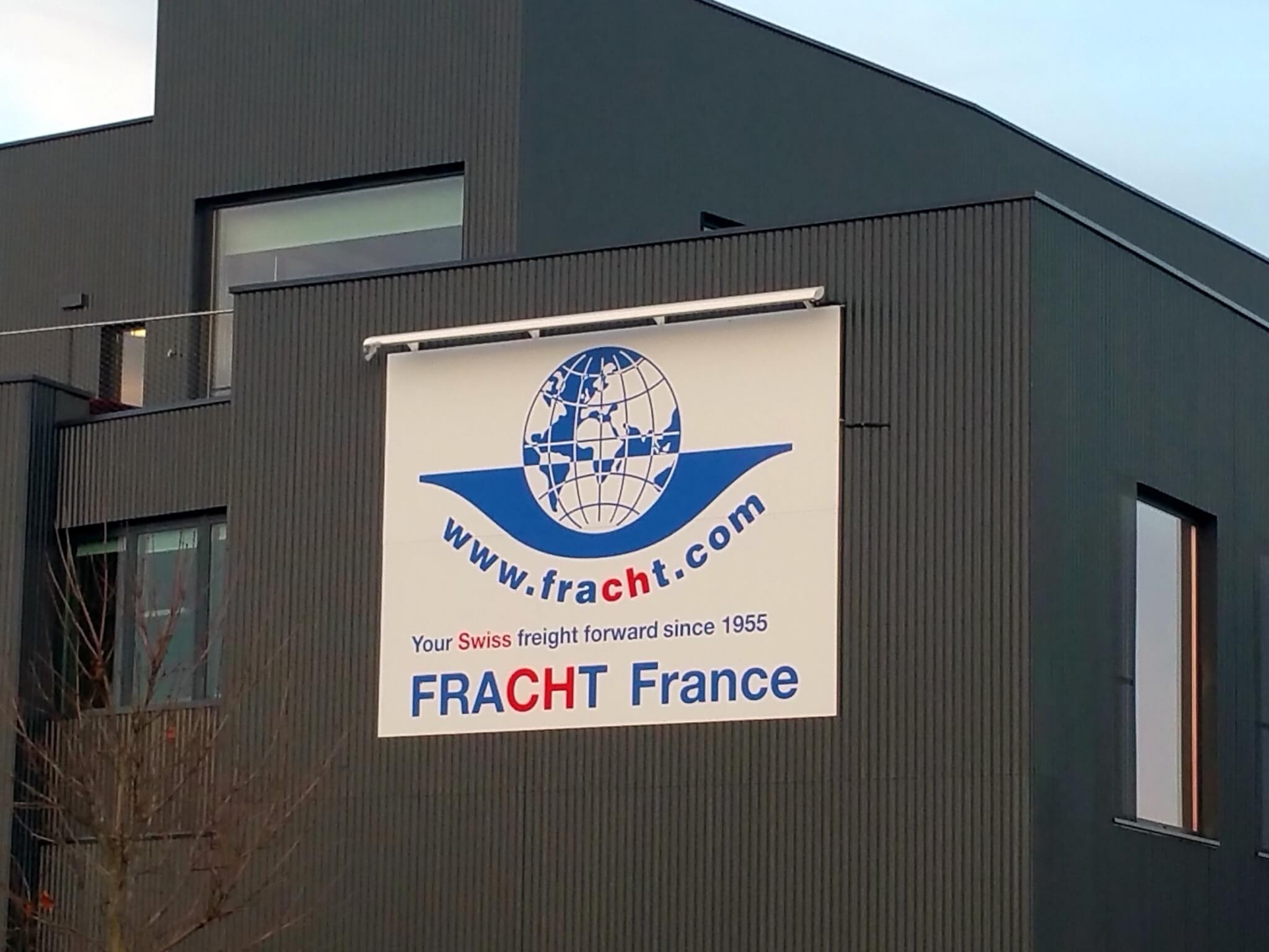 Enseigne à Lyon avec Panneau rampe lumineuse -Fracht Lyon Saint Exupery - SES Enseigniste Lyon Grigny