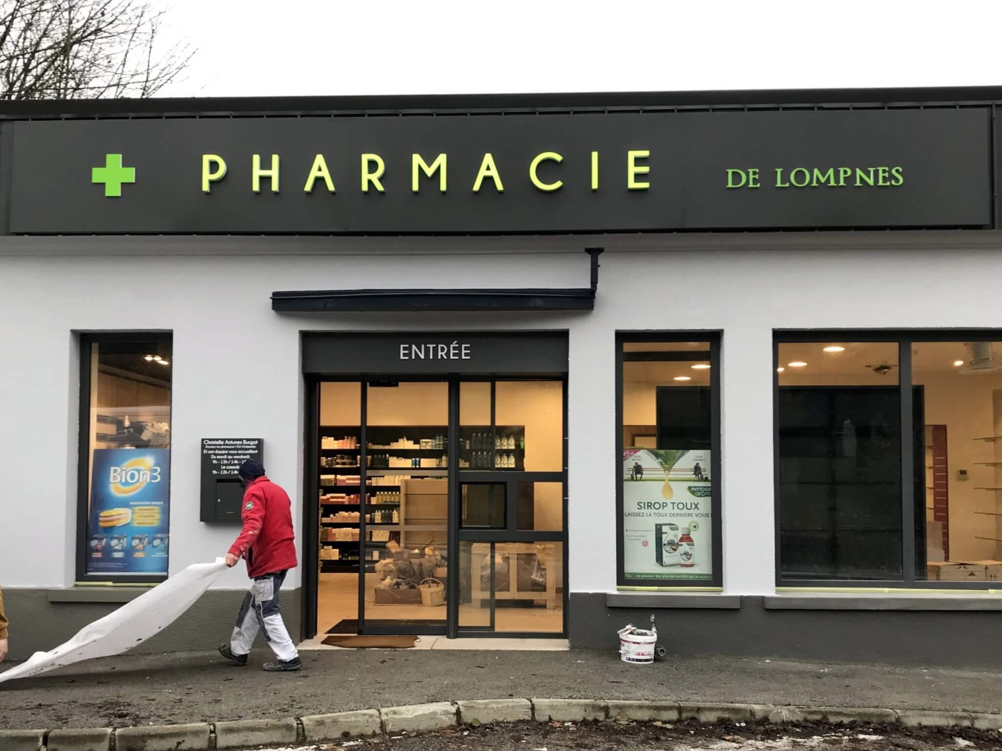 Installation Enseignes Pharmacie de Lompnes- Fabricant et installateur d'enseignes Lyon -SES Grigny