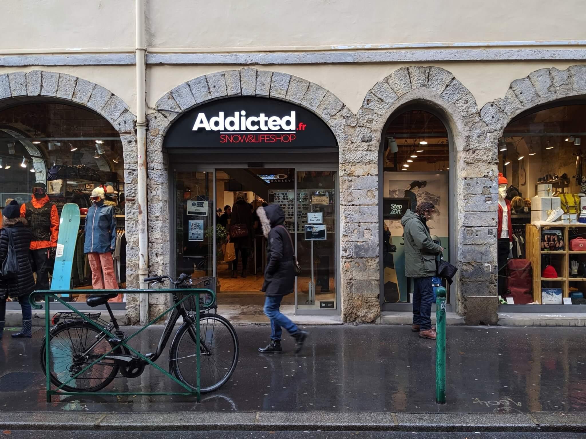 Enseigne Lumineuse à Lyon pour Addicted - Fabrication et installation des enseignes à Lyon