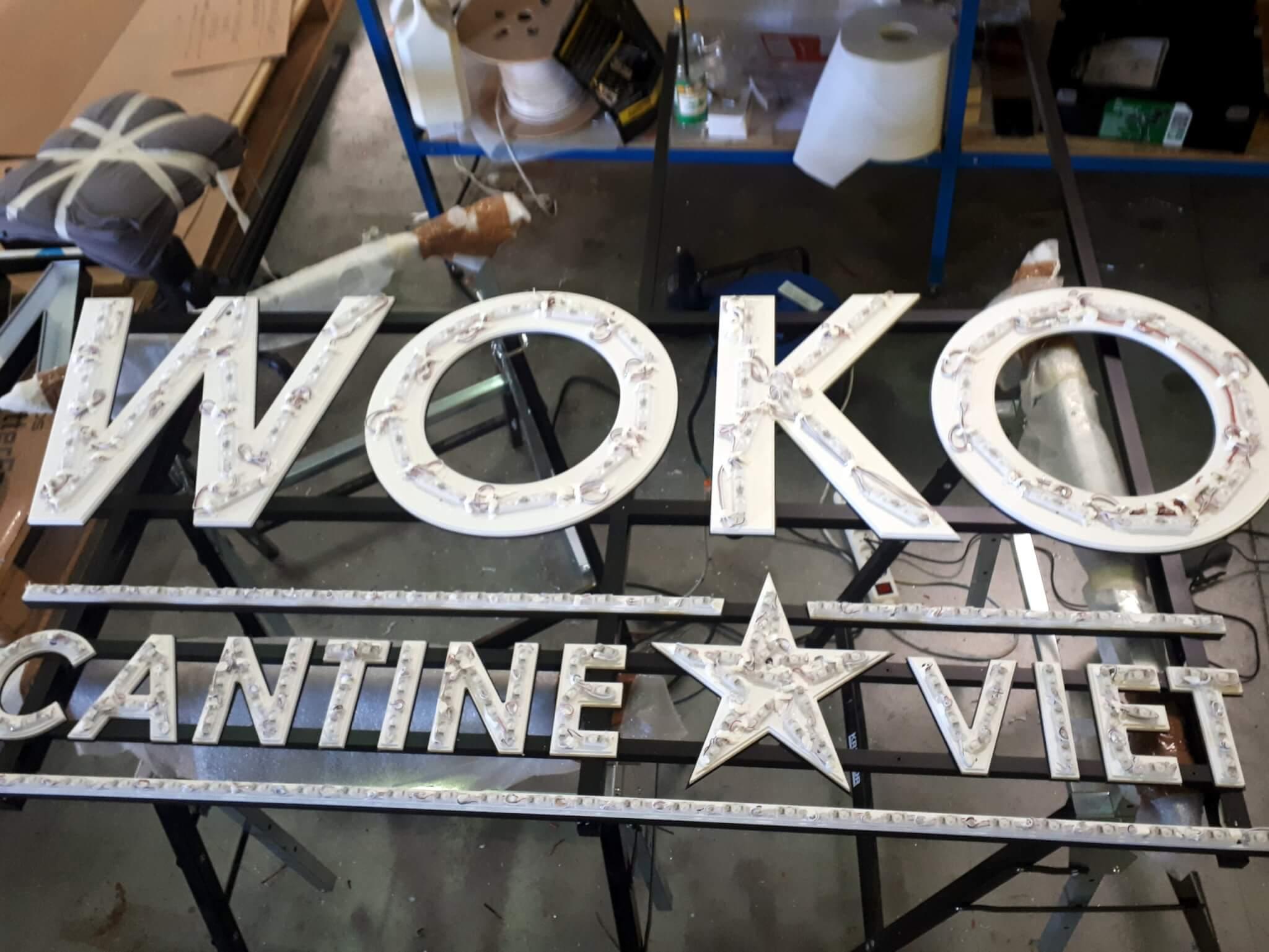 Fabrication enseignes lumineuses Lyon SES Grigny pour Woko