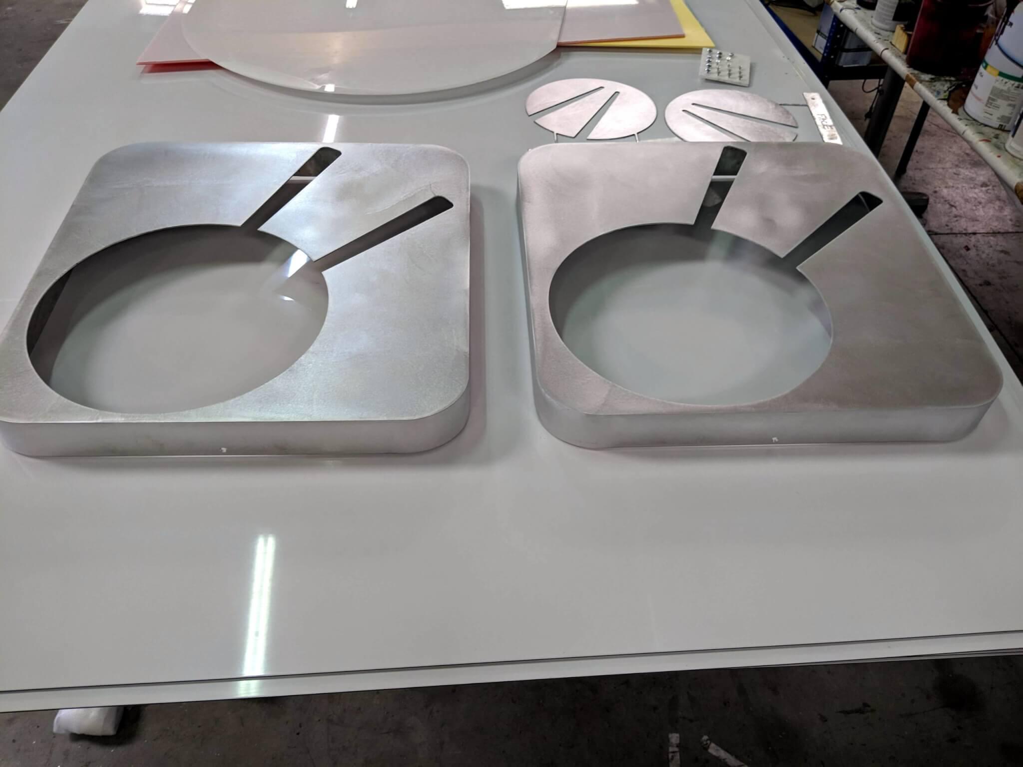 Fabrication Enseigne SES Grigny- Lyon Face de caisson avant peinture