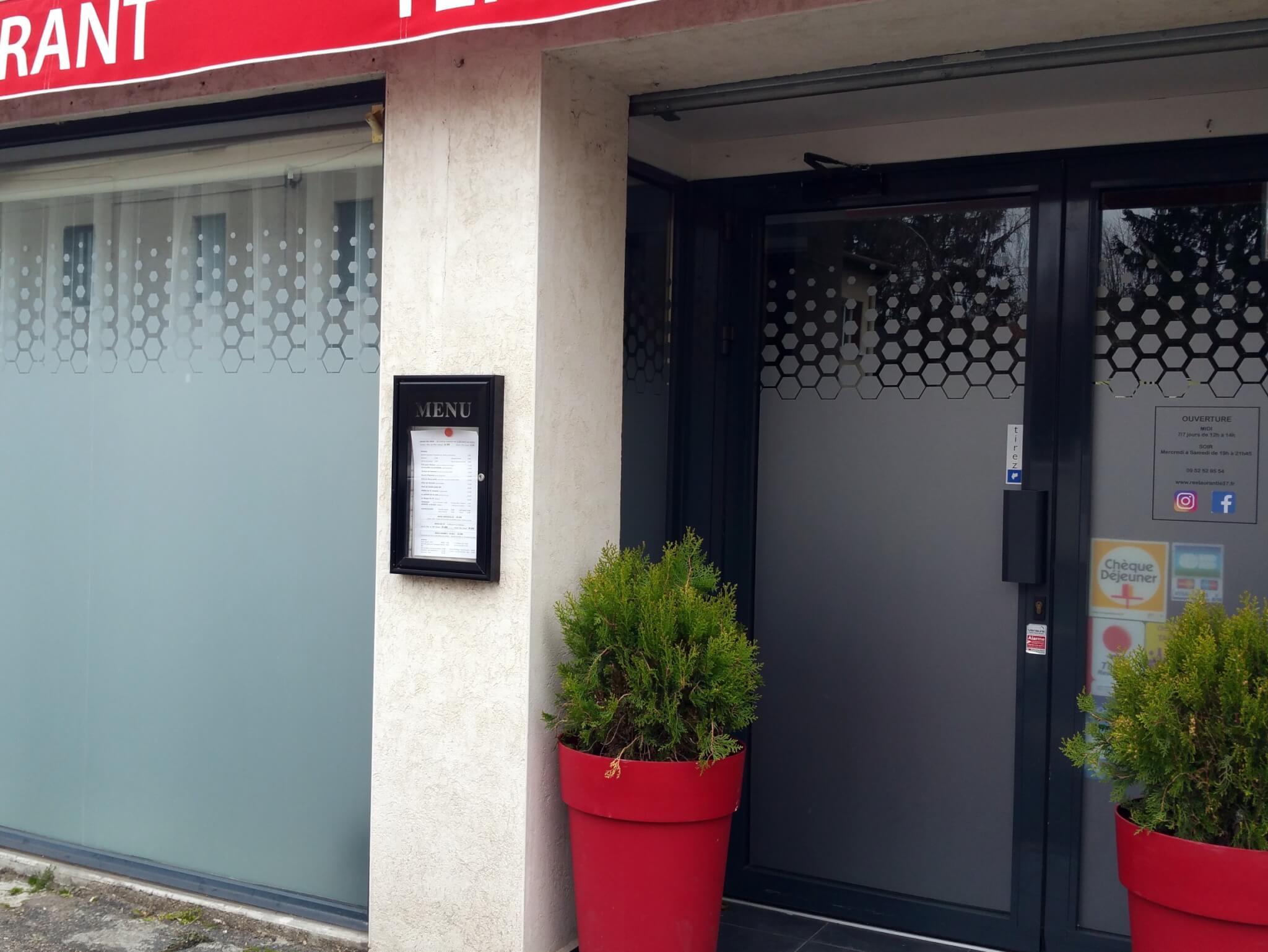 Enseigne Lyon- Adhésif dépoli vitrine Restaurant le 37 - Saint Laurent de Mure- Vitrophanie