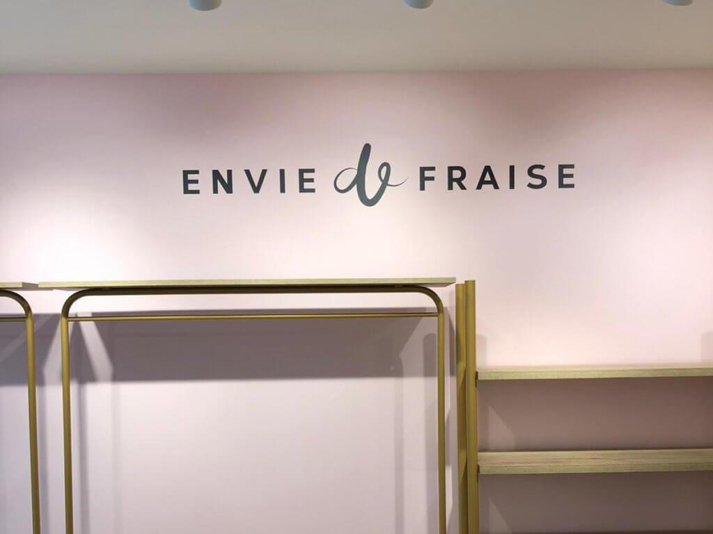 Texte adhésif boutique Envie de Fraise - Paris- Signalétique -SES enseignes et signalétique -Lyon