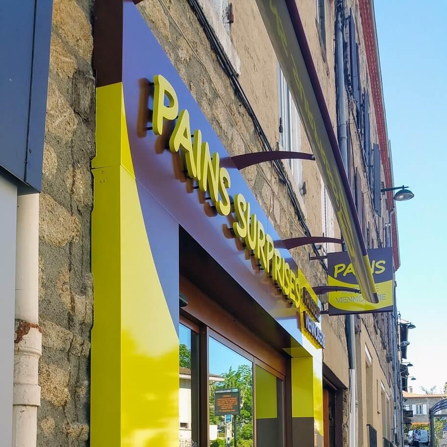 Enseignes de façade et Enseigne Drapeau - Pains Surprises- Enseigniste SES Lyon Grigny